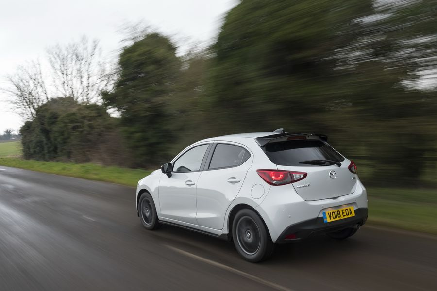 mazda2-2018-co-them-sport-black-limited-edition-gia-chi-512-trieu-dong