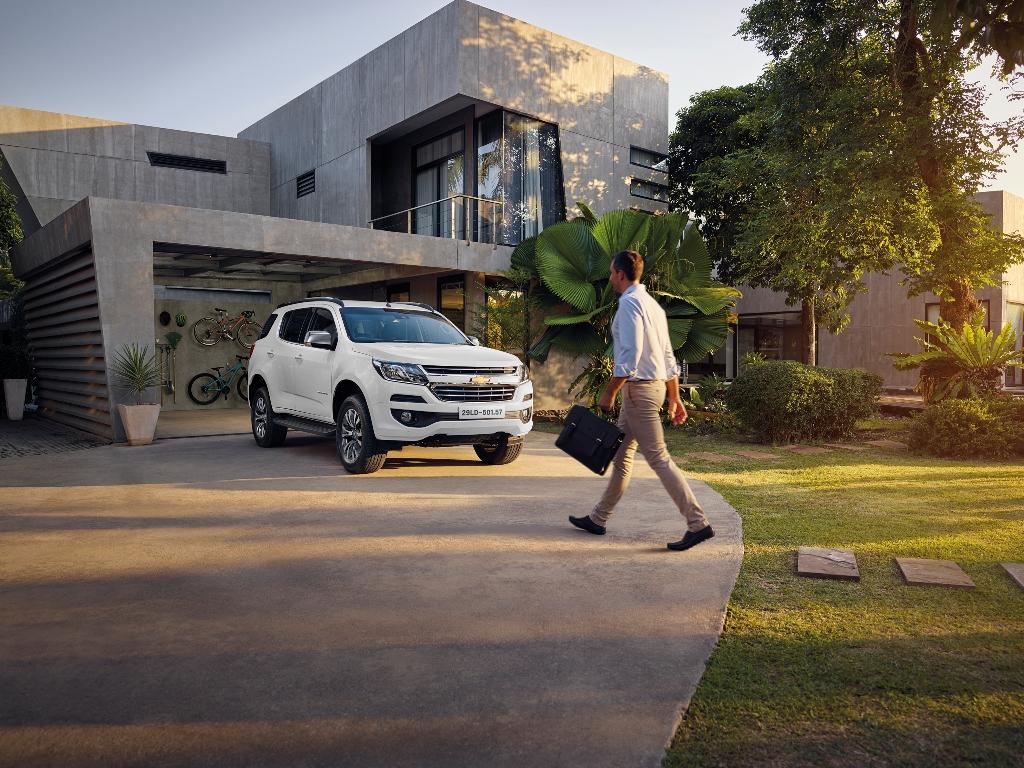 Chevrolet Trailblazer ra mức giá chính thức khiến Fortuner phải e ngại