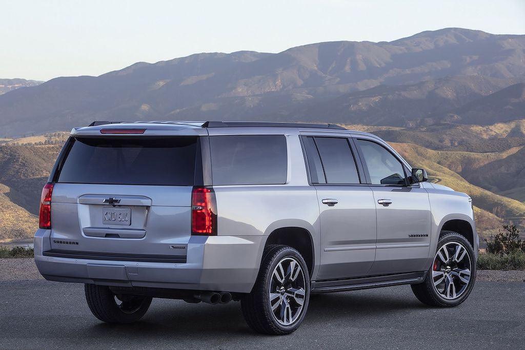 SUV thể thao Chevrolet Suburban RST 2019 sắp trình làng