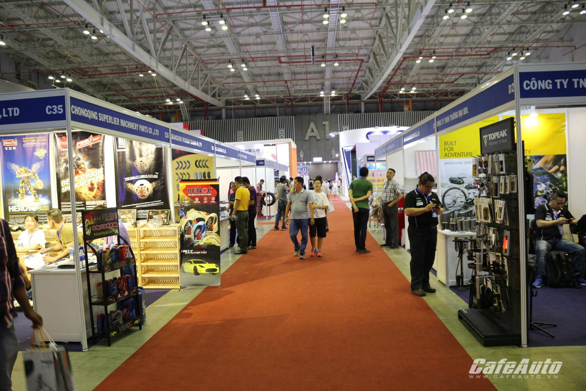 saigon-autotech-accessories-2018-da-dang-hoat-dong-chuyen-nganh-bieu-dien-soi-dong