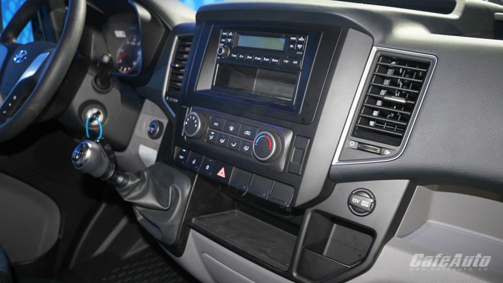 Đối thủ Ford Transit trở lại thị trường với giá bán 1,08 tỷ