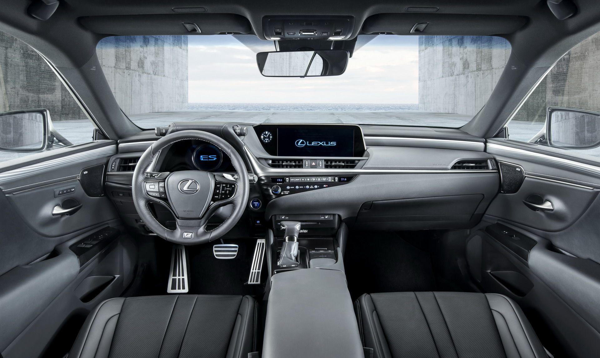 Lexus ES 300h ra mắt tại Ấn Độ với giá khoảng 2 tỷ đồng