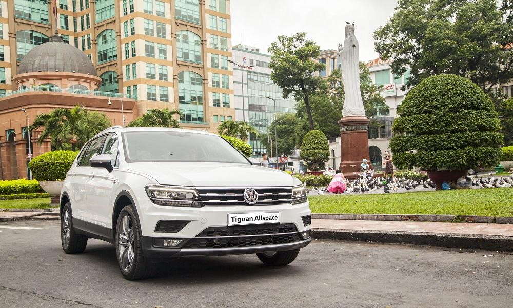 bang-gia-xe-volkswagen-thang-8-2018-tan-binh-passat-bluemotion-comfort-co-gia-1-42-ty-dong