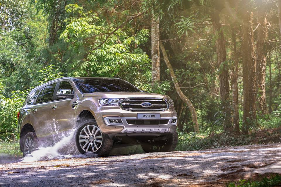 ford-everest-2018-doi-thu-cua-toyota-fortuner-ra-mat-thi-truong-vao-ngay-mai