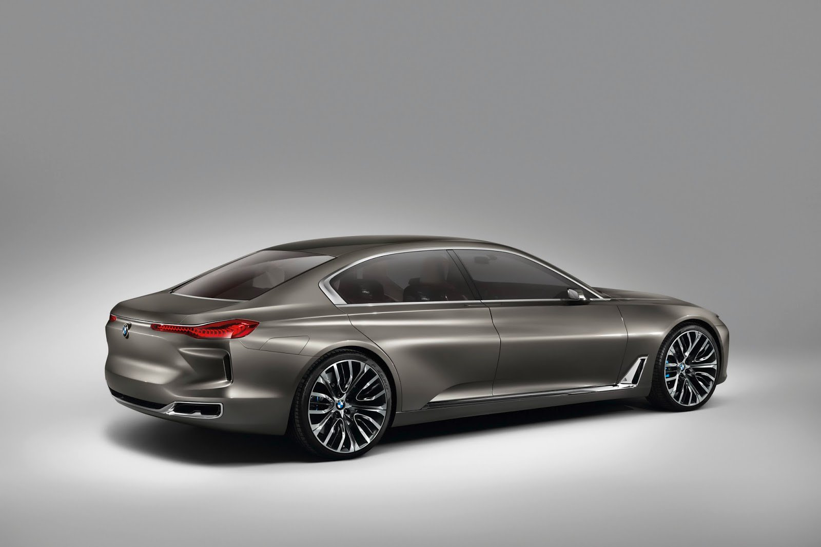bmw-he-lo-phien-ban-9-series-canh-tranh-truc-tiep-mercedes-maybach-s600