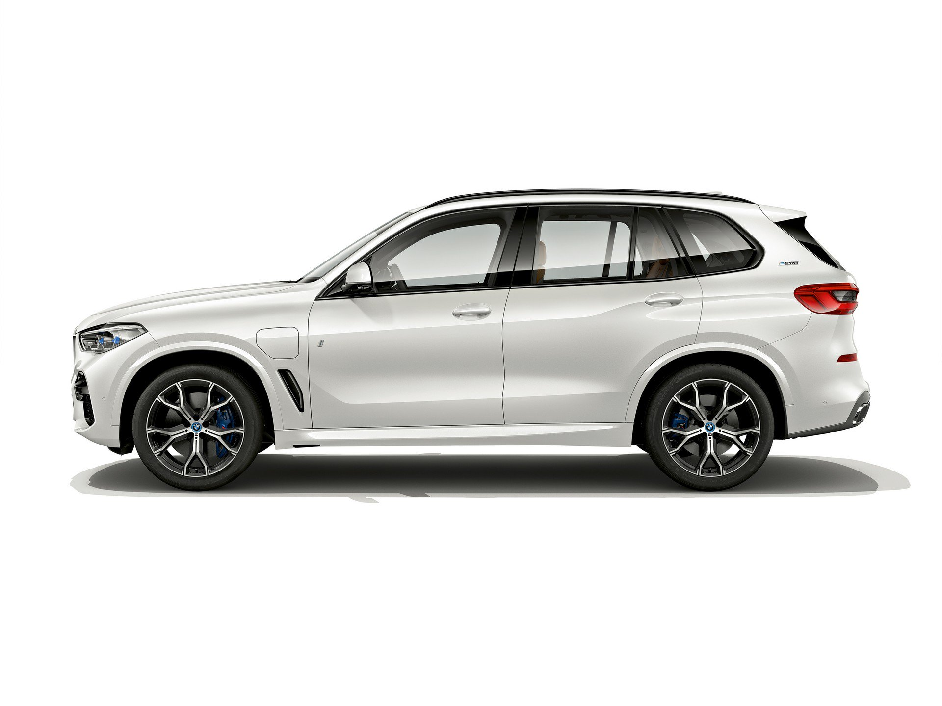 bmw-ra-mat-xe-hybrid-tren-phien-ban-x5-xdrive45e-iperformance