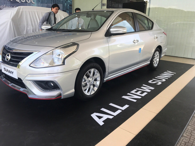 lo-dien-nissan-sunny-2018-truoc-ngay-ra-mat-vms