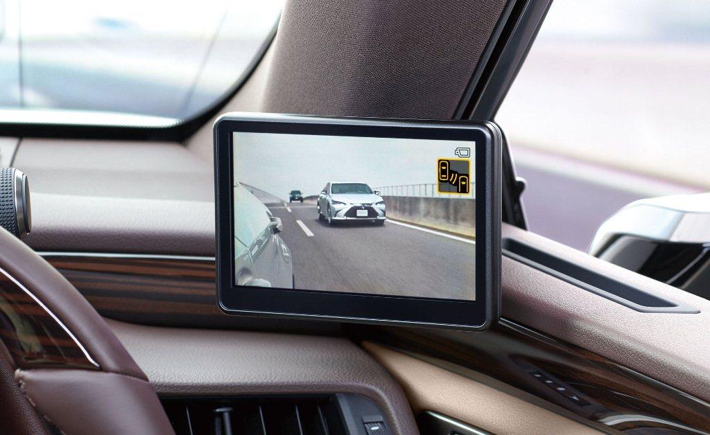 Lexus trình làng xe thương mại đầu tiên trên thế giới tích hợp gương kỹ thuật số