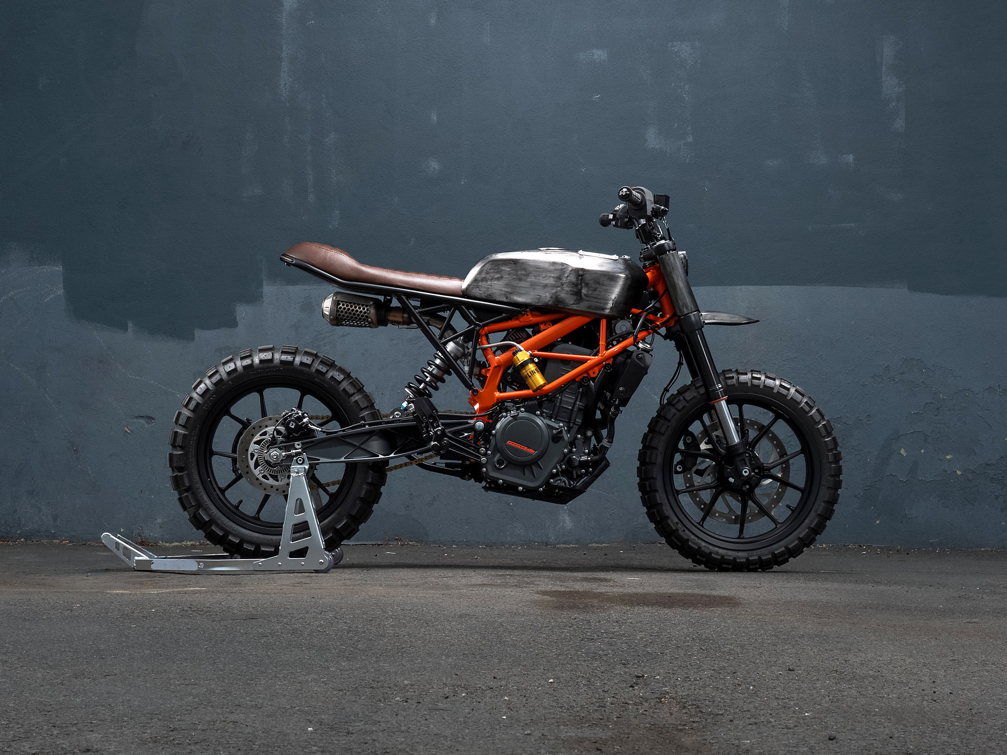ngam-ktm-390-duke-scrambler-do-dam-chat-co-dien