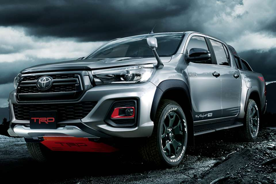 ngam-toyota-hilux-2019-day-manh-me-voi-goi-do-trd-black-rally-edition