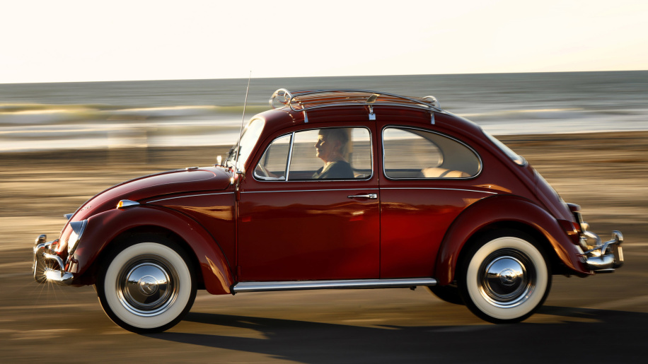 beetle-annie-51-tuoi-tro-nen-long-lanh-qua-ban-tay-cua-volkswagen