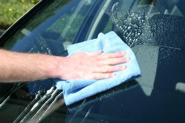 Nguyên nhân và cách khắc phục cần gạt nước ô tô kém hiệu quả
