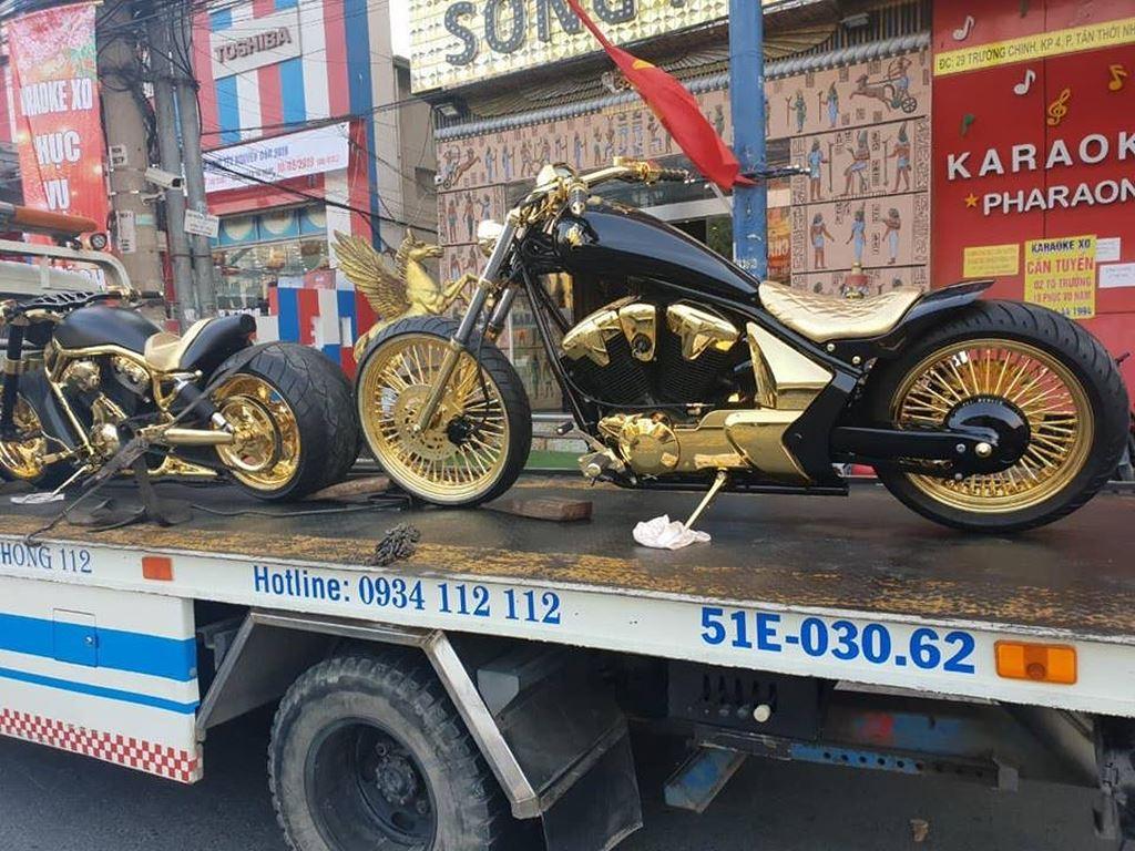 Sở hữu 3 xe phân khối lớn dát vàng: Đại gia Phúc XO là ai?