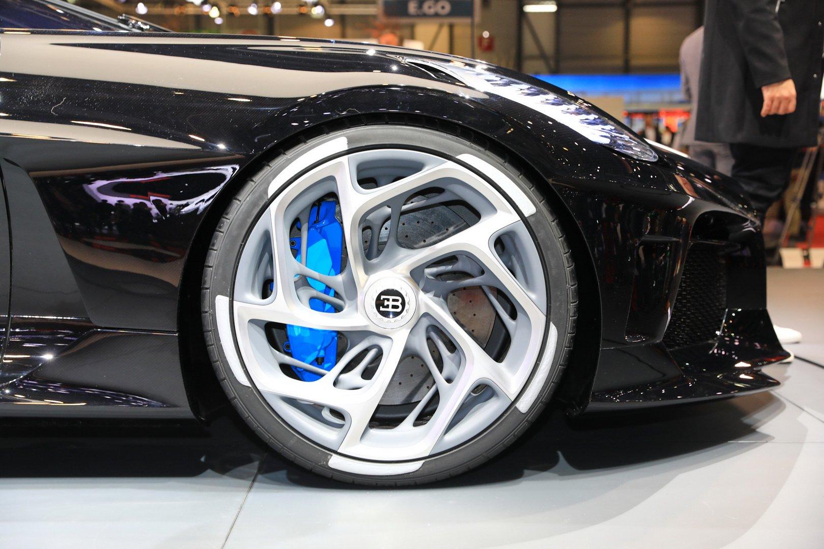 bugatti-ra-mat-chiec-xe-dat-nhat-the-gioi-439-ty-dong