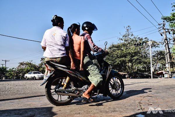 vo-tran-vi-oto-re-tran-duong-sao-myanmar-van-cam-xe-may