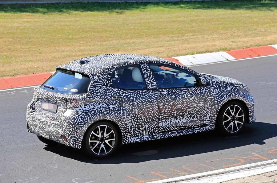Toyota Yaris lộ diện đang thử nghiệm - chiếc Corolla mini 2020