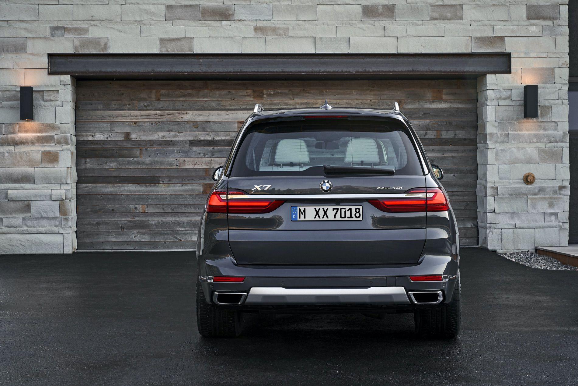 Ngỡ ngàng với sức mạnh của siêu SUV BMW X8