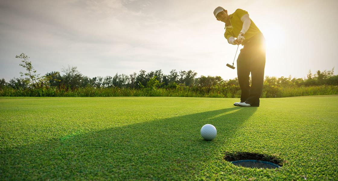 luat-golf-vo-tinh-khien-bong-di-chuyen-truoc-khi-danh-se-bi-phat-nhu-the-nao