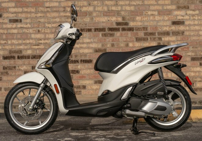 piaggio-liberty-150-2020-chiec-xe-duoc-loi-the-khi-honda-air-blade-150-lam-gia