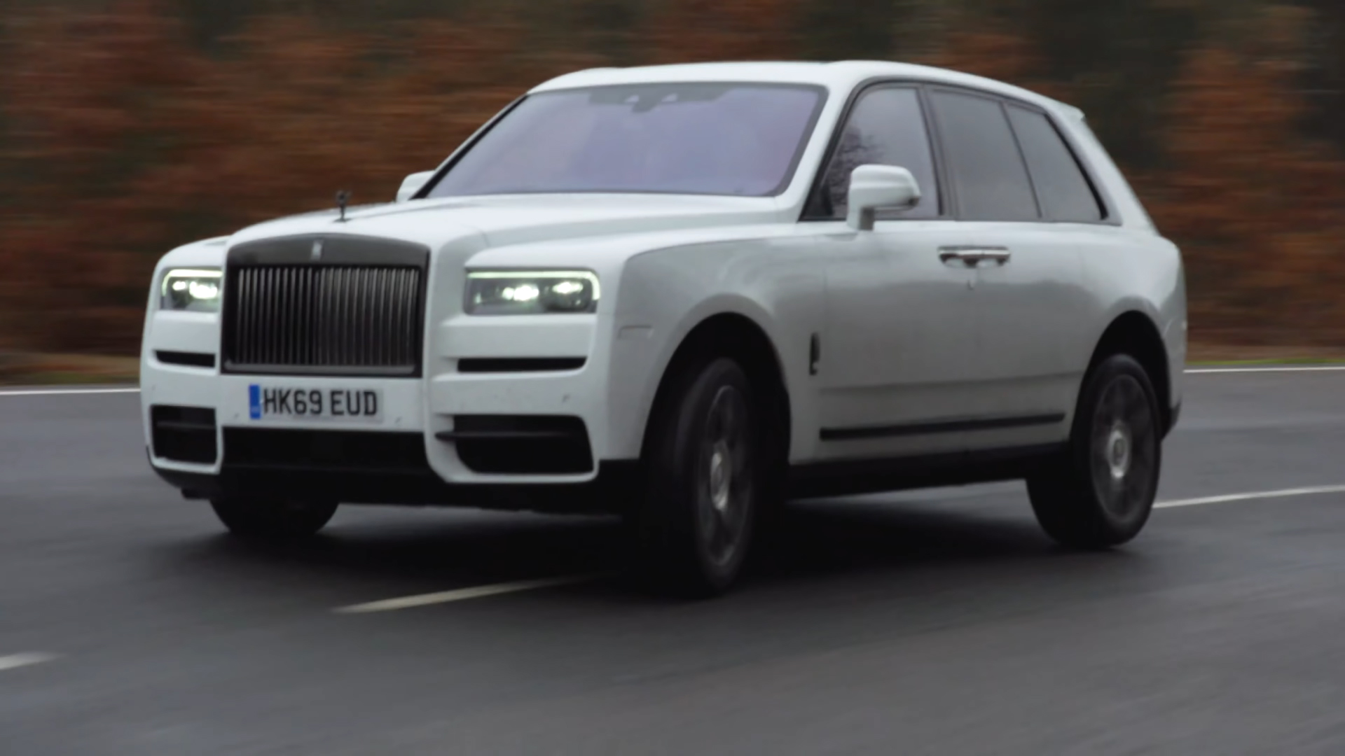dem-rolls-royce-cullinan-di-drift-lieu-co-on-khong