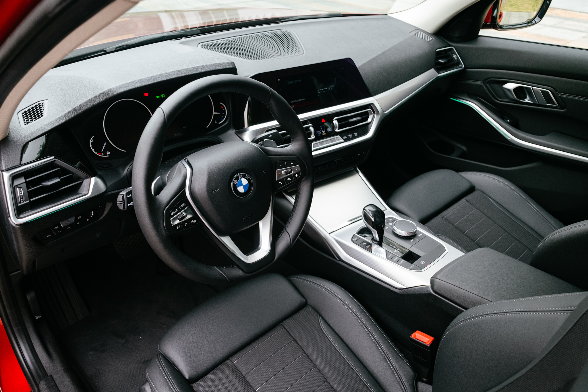 can-canh-bmw-320i-gia-tu-1-899-ty-dong