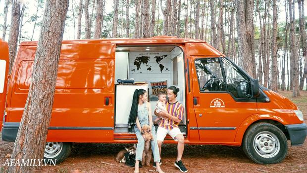 cap-vo-chong-9x-bo-250-trieu-bien-ford-transit-thanh-ngoi-nha-tien-nghi