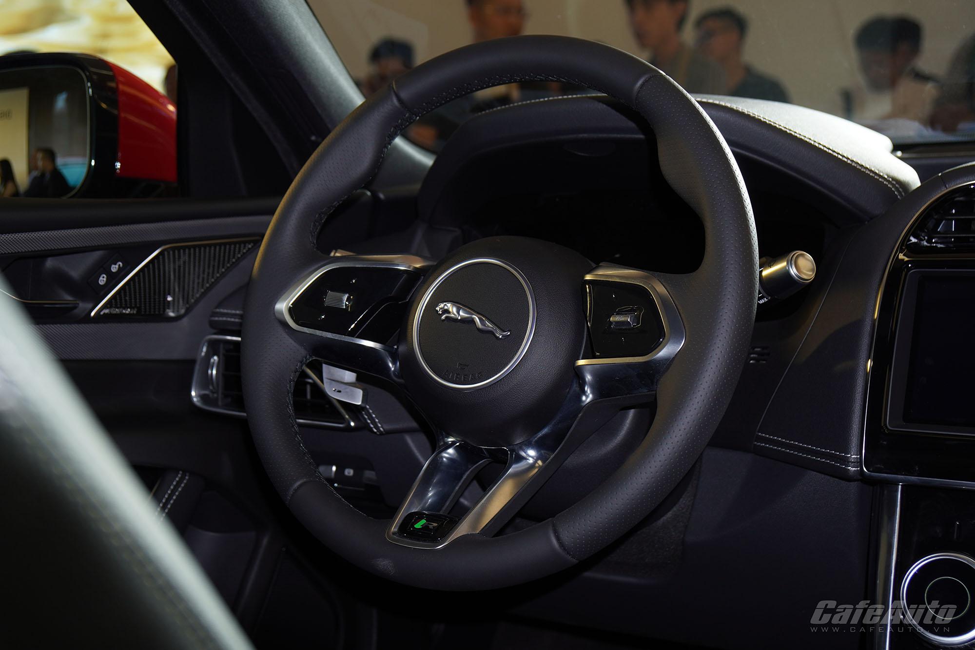 ra-mat-land-rover-discovery-sport-va-jaguar-xe-2020-them-lua-chon-xe-hang-sang