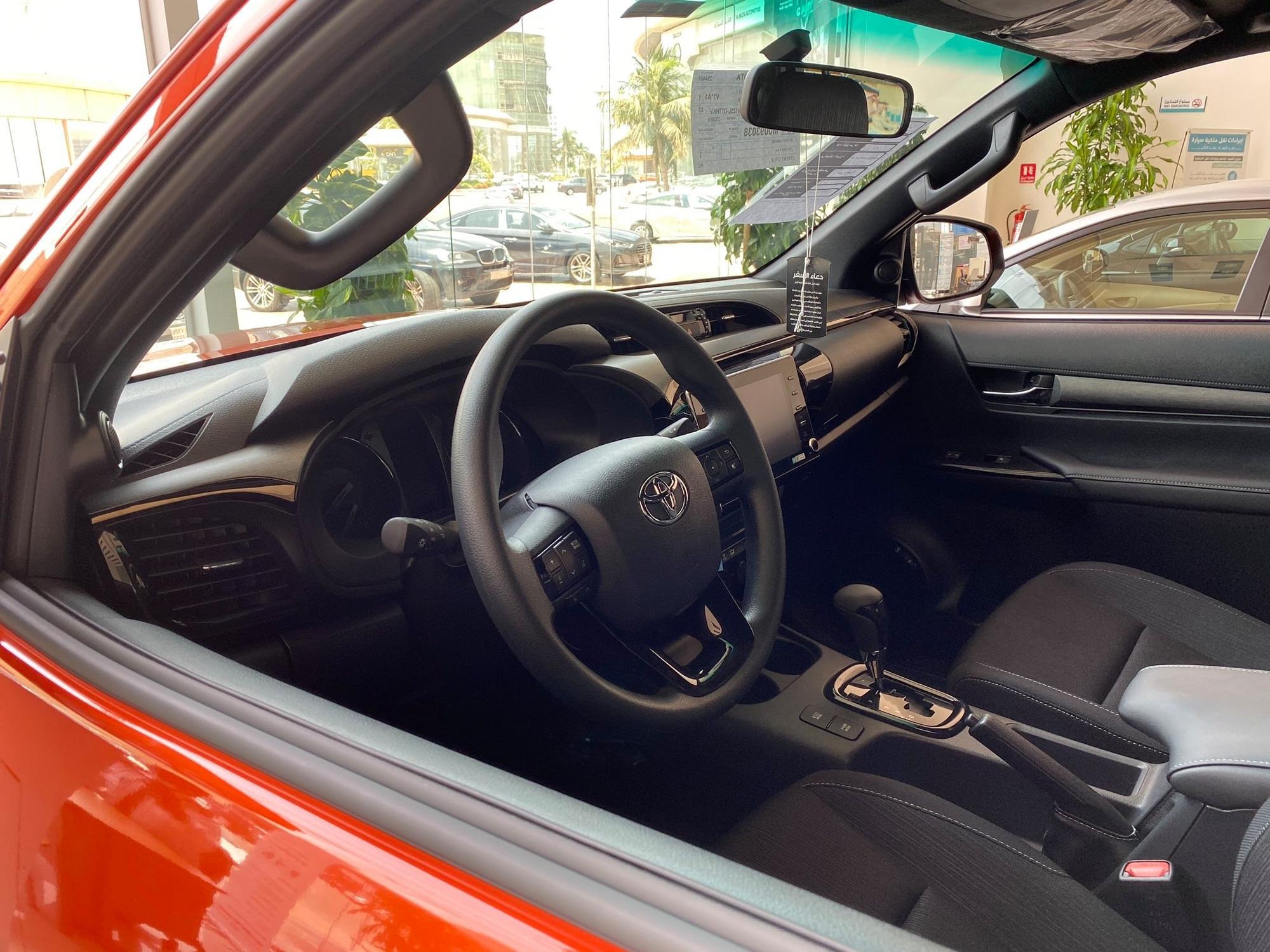 """Đại lý nhận đặt cọc Toyota Hilux đời mới, kỳ vọng tạo """"cú hích"""" doanh số cuối năm 2020"""