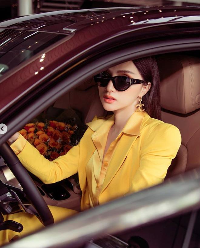 Sao Việt đua nhau tậu xe mới trong mùa dịch