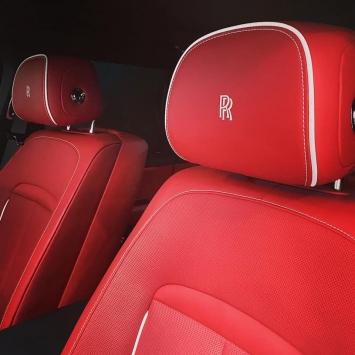 Nội thất xe màu đỏ được vị doanh nhân này chia sẻ trên trang cá nhân