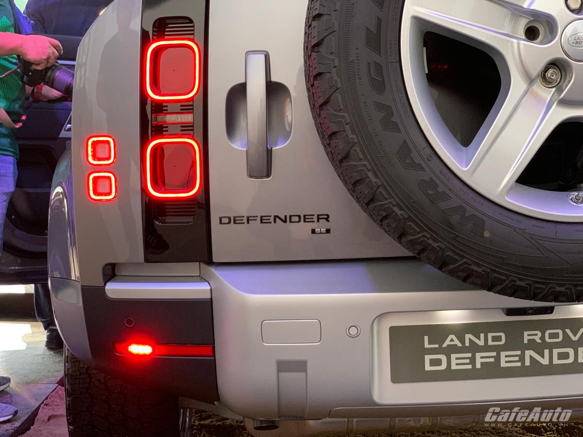 land-rover-defender-2020-trinh-lang-khach-viet-doi-thu-mercedes-benz-g-class-gia-de-chiu-tu-3-8-ty-dong