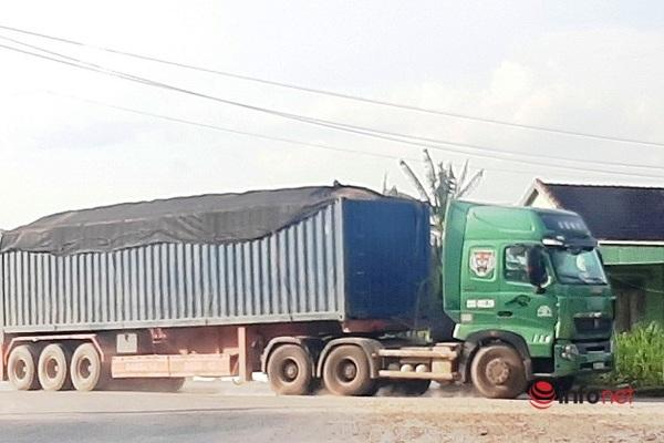 xe-cat-noc-container-cho-cat-dap-ngon-lam-mua-lam-gio-csgt-bo-tay-vi-can-hong