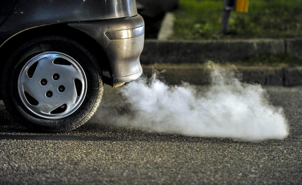 khói xe ô tô